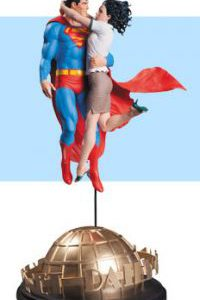 Superman: Superman & Lois Lane Statue by Gary Frank